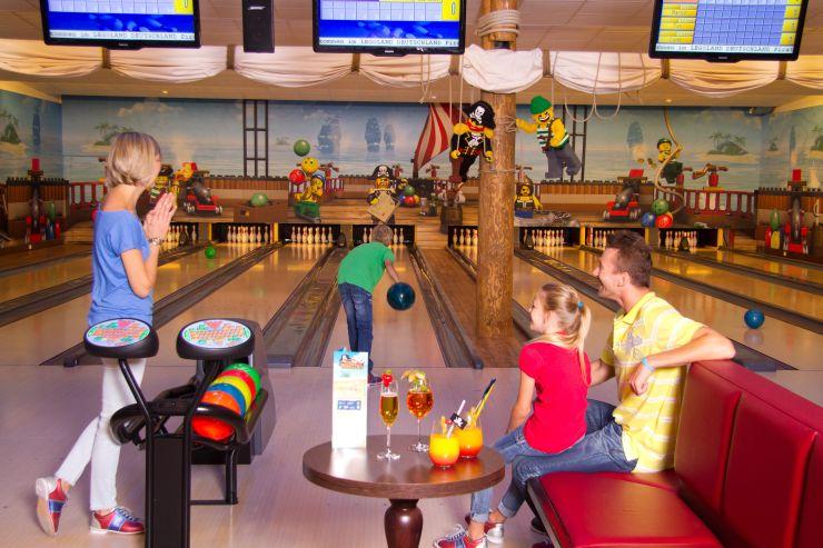 Foto: LEGOLAND Deutschland Resort, Feriendorf, Bowlingbahn