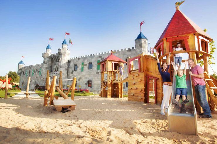 Foto: LEGOLAND Deutschland Resort, Feriendorf, Ritterburg mit Spielplatz