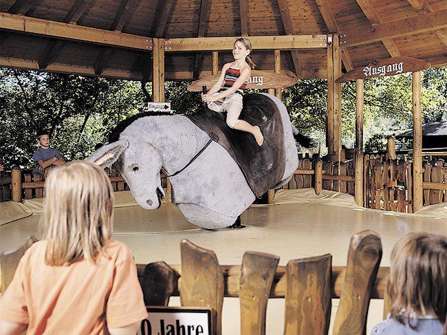 Foto: Märchen-Erlebnispark Marquartstein, Der störrische Esel