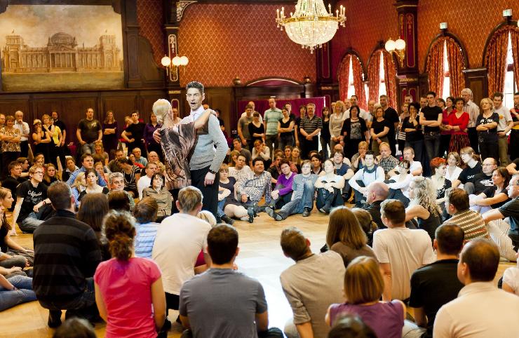 Foto: Europa-Park, beschwingte Tanzeinlage beim Euro Dance Festival