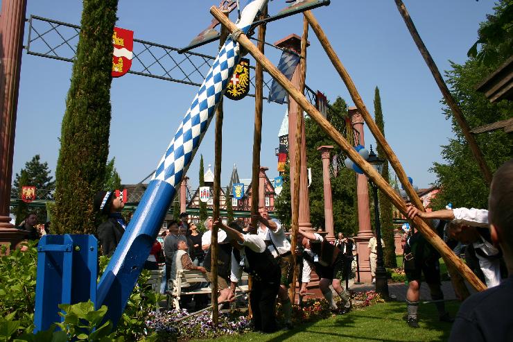 Foto: Europa-Park, Maibaumstellen 2011