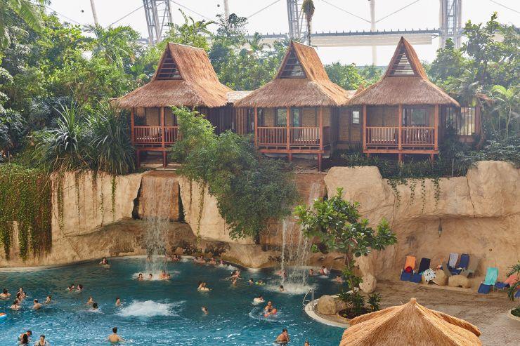 Foto: Tropical Islands, Juniorsuite, Wasserfall-Lodges