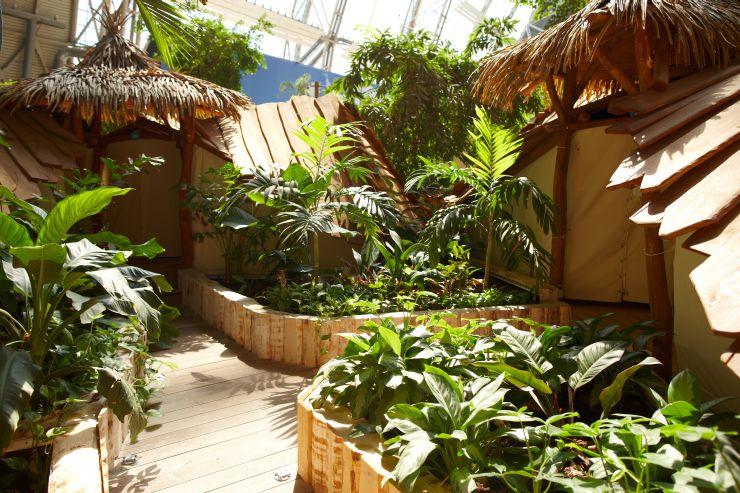 Foto: Tropical Islands, REGENWALD-CAMP, Premium-Zelte