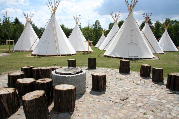 Foto: Tropical Islands, TIPIS auf dem Tropical Islands Campingplatz