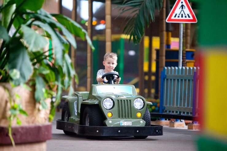 Foto: Tropical Islands, Mini Cars im Tropino Kinderclub