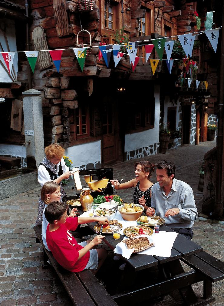 Foto: Europa-Park, Chäs, Chäs, Chäs: Nicht nur die Schweizer lieben Raclette