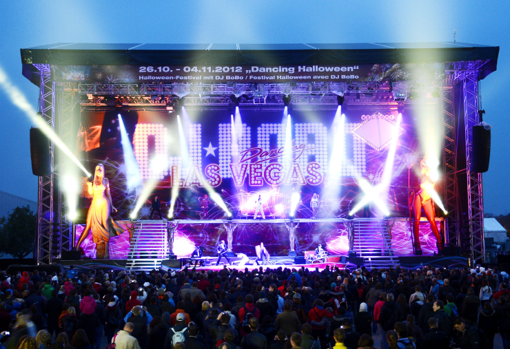 "Foto: Europa-Park, DJ BoBo tanzt mit ""Dancing Halloween"" die Kälte weg"
