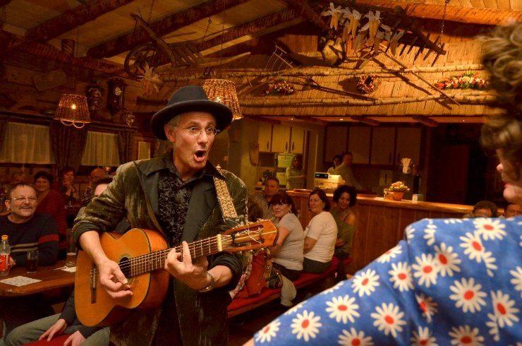 Foto: Tripsdrill, Musik & Mundart in der Wildsau-Schenke