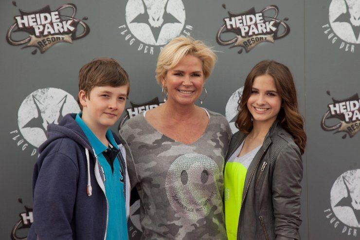 Foto: Heide Park Resort, Claudia Effenberg eröffnete mit ihren Kindern Lucia und Thomas