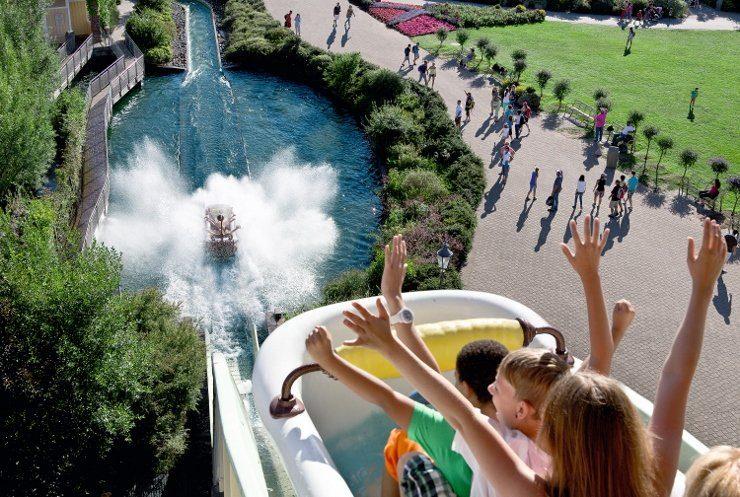 Foto: Erlebnispark Tripsdrill, Badewannen-Fahrt zum Jungbrunnen