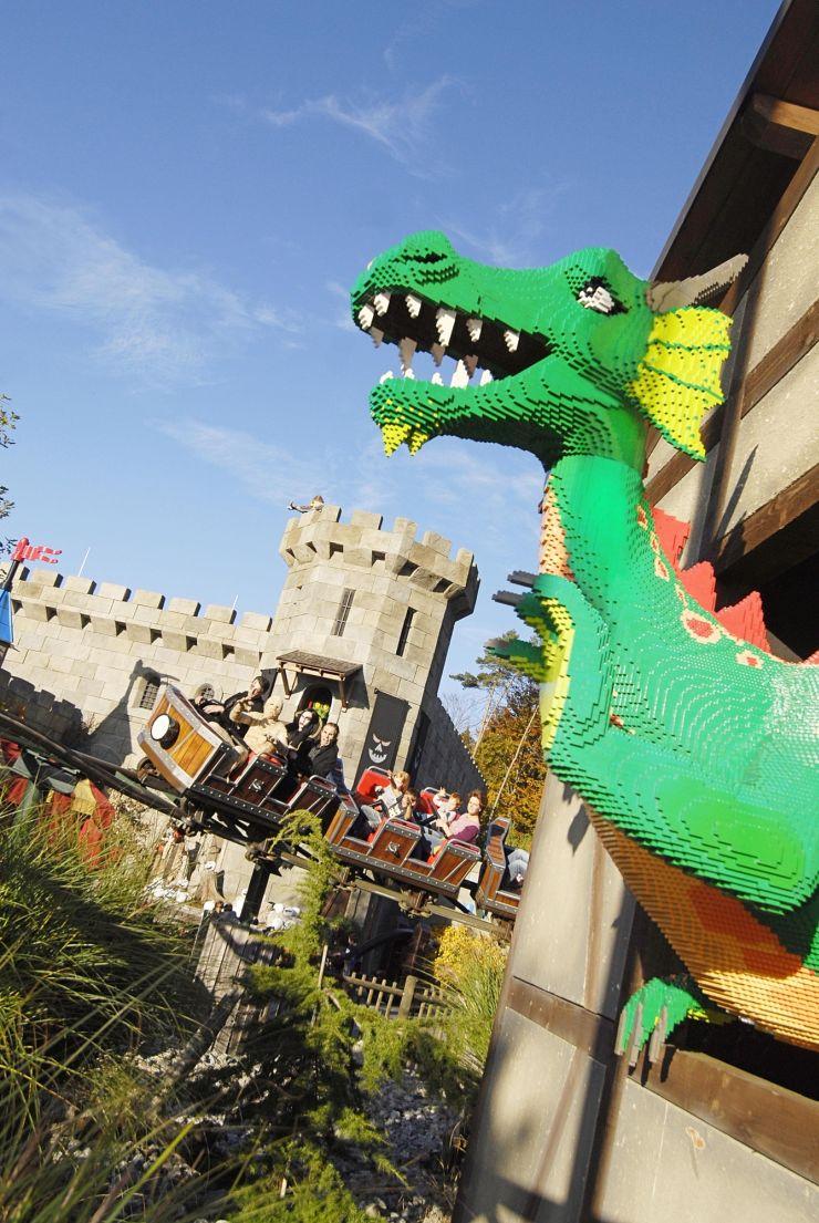 Foto: LEGOLAND Deutschland Resort, Drachenjagd mit LEGO Drache