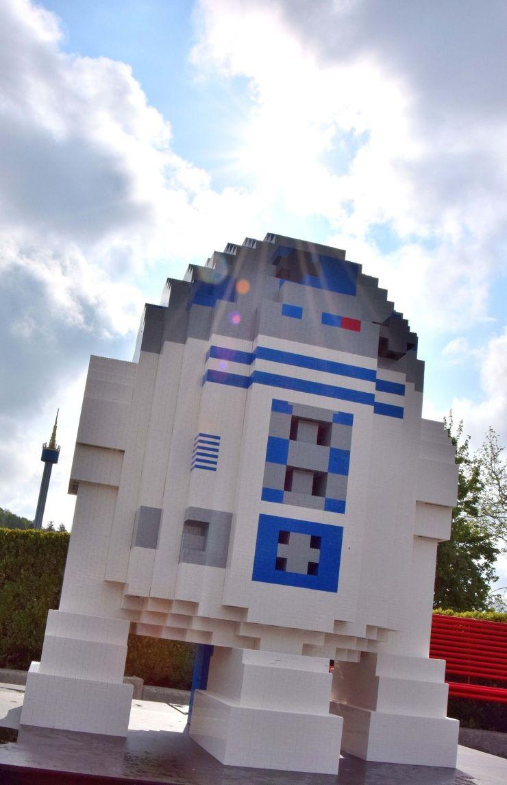Foto: LEGOLAND Deutschland Resort, R2D2 aus über 200.000 LEGO-Steinen